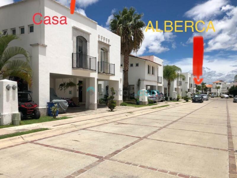 Casa en La Marina, libramiento Morelos, muy cerca de parque metropolitano