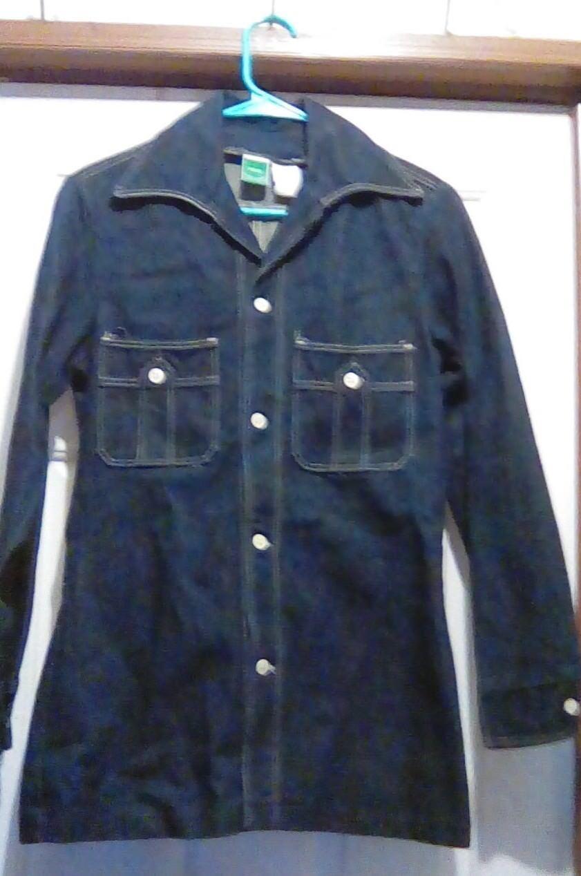 Vintage WRANGLER Petite - USA Made Heavy Dark Denim LS Button Up SHIRT - 32