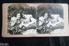 STA827 Scene de genre Deux jolies femmes beauty albumen Photo stereoview 1900
