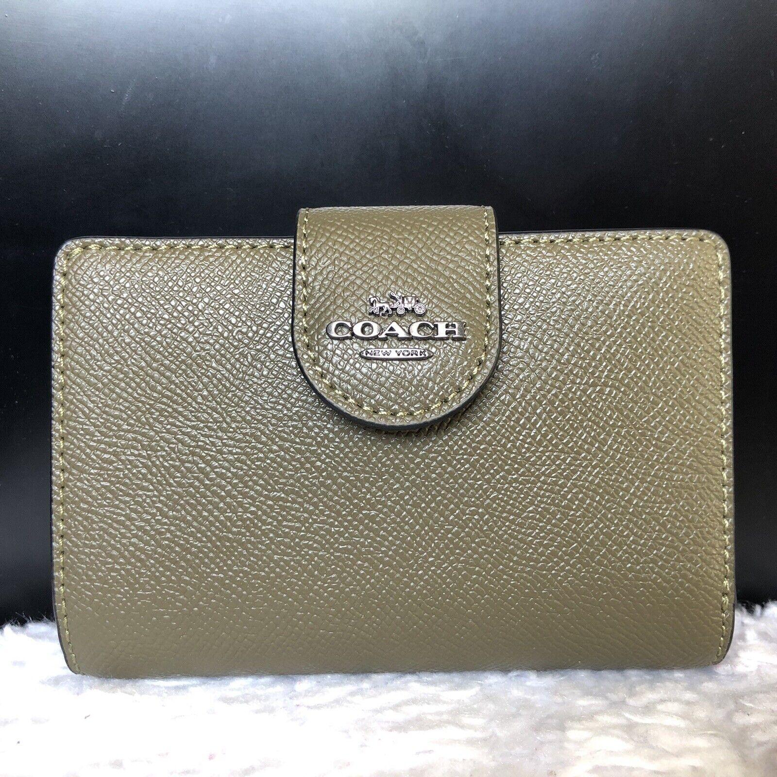 NEW-AU Coach 6390 Medium Corner Zip Leather Wallet QB Kelp Color +