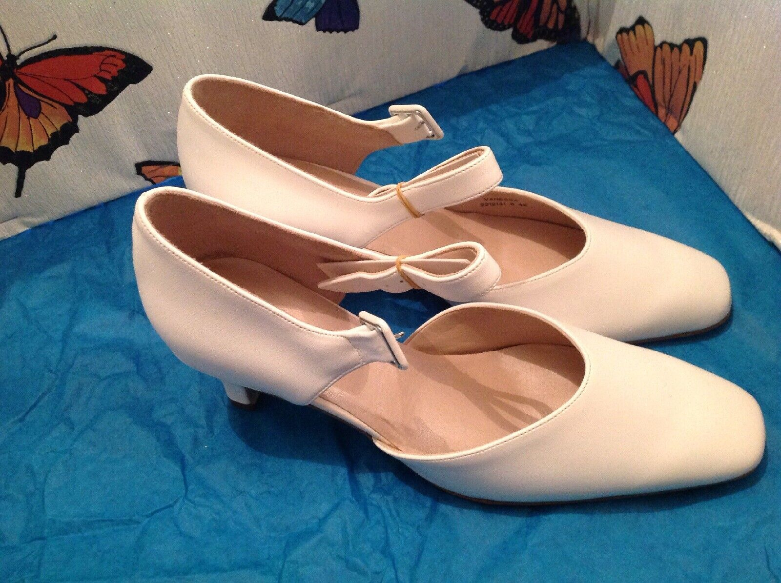 Ladies White Block Heel shoes, Size 8 New Shop Clearance