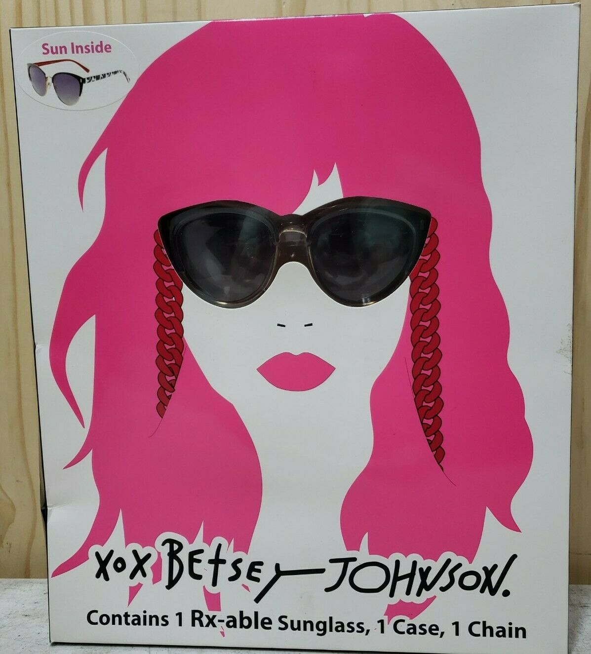 NEW XOX Betsey Johnson Sunglasses and Red Lip w/Carry Case