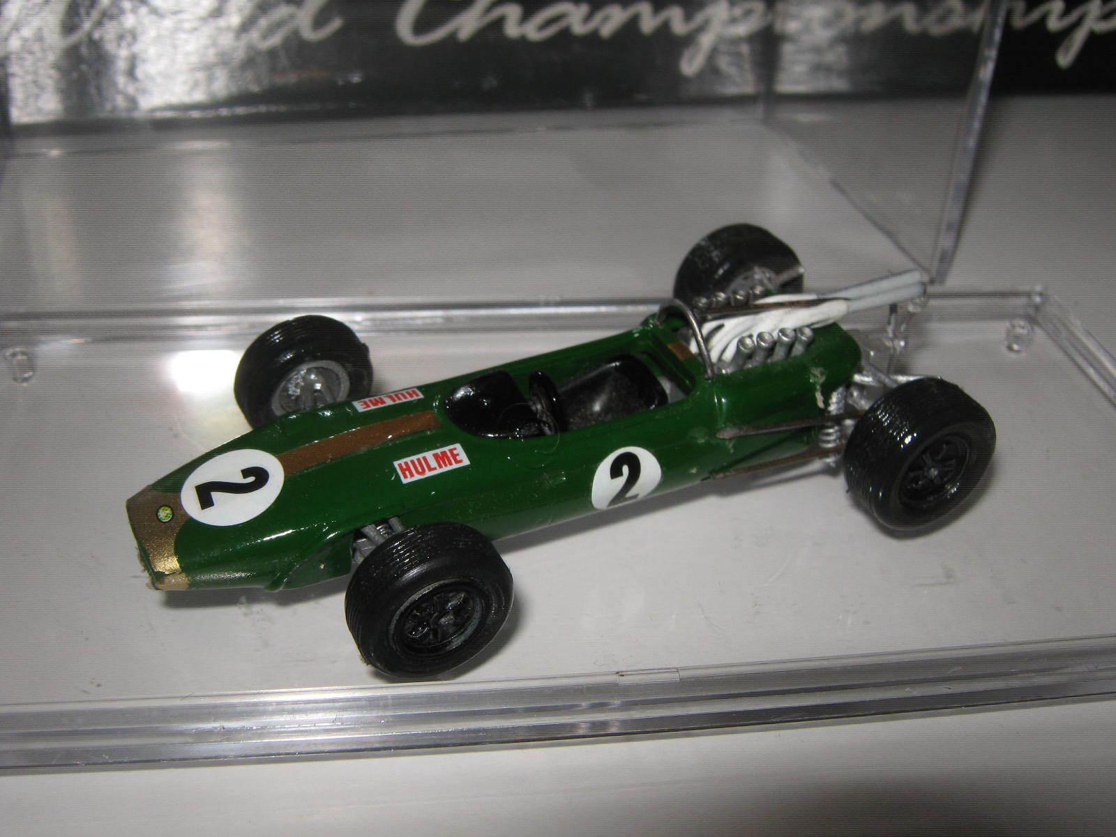 1 43 Brabham repco bt24-1 D. Hulme 1967 HIFI handbuilt MODELCAR dans showcase