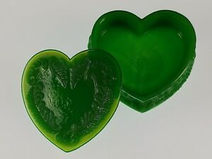WINTER-GREEN-Covered-HEART-BOX-Boyd-039-s-Crystal-Art-Glass-Degenhart-1978-1983-NOS
