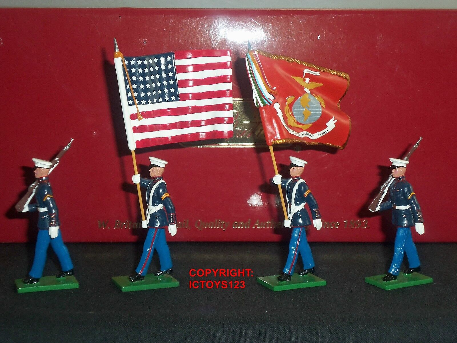 BRITAINS 17917 UNITED STATES MARINE CORPS COLOUR PARTY METAL TOY SOLDIER SET