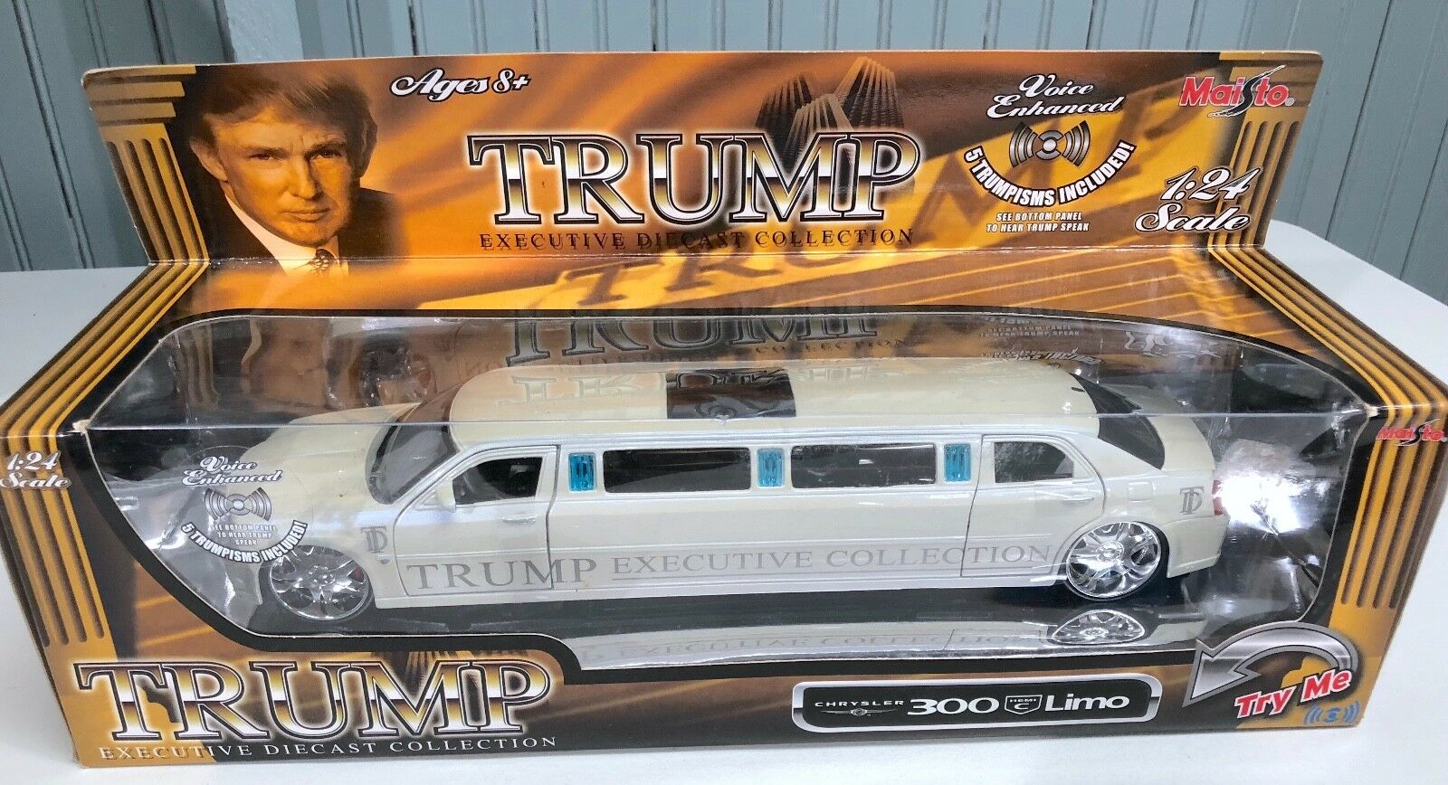 Maisto Donald Trump Diecast 1:24 Limo Chrysler 300 Voice Activated *SEE VIDEO*