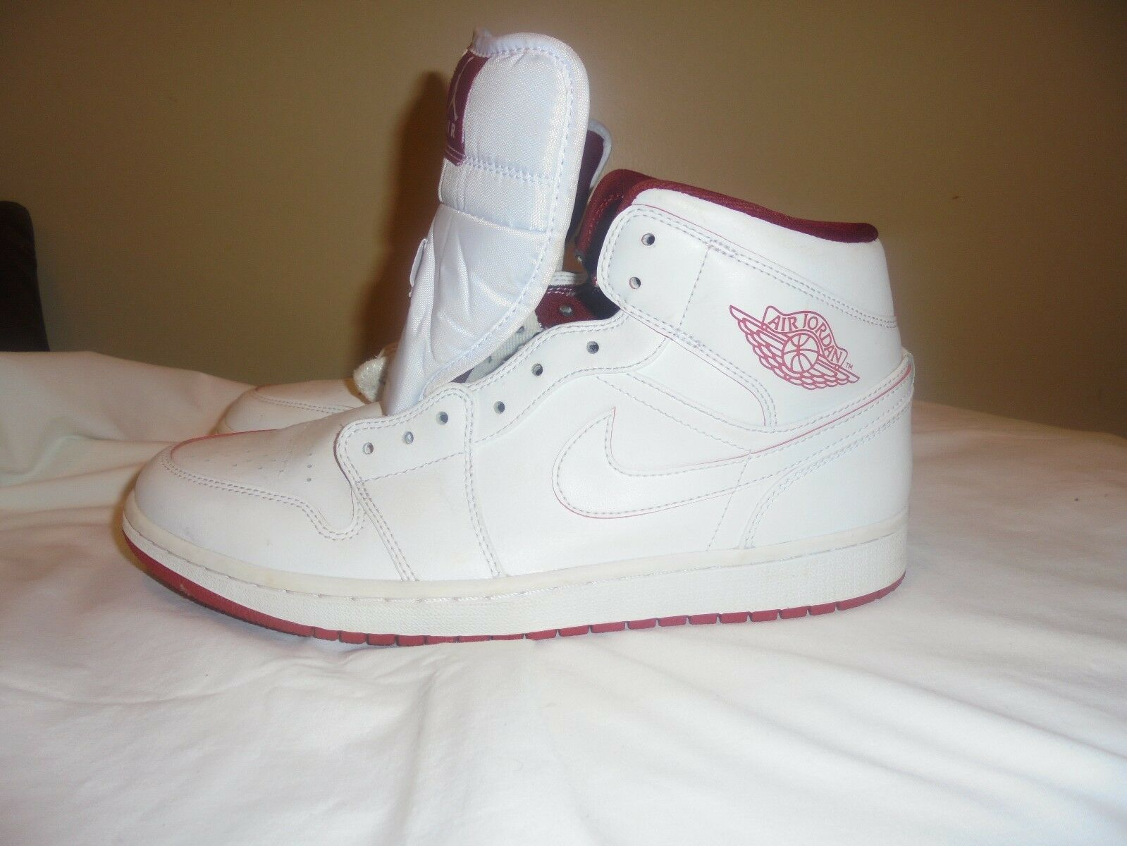 EUC Jordan 1 Mid Retro White Gym Red White 554724-103 Comfortable Wild casual shoes