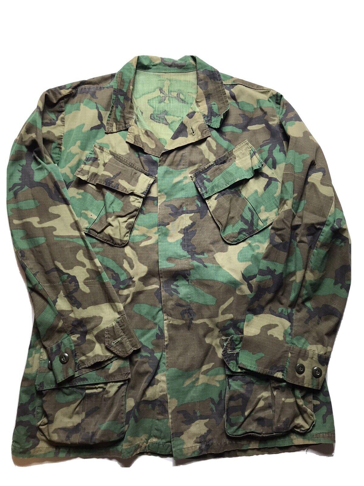 Vintage 70s era Marines camouflage shirt USMC Rip stop Cotton tropical Parka Green Cargo pockets military coat S M
