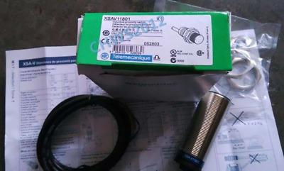 1PC NEW Schneider Telemecanique Proximity Switch XSA-V11801 One year warranty