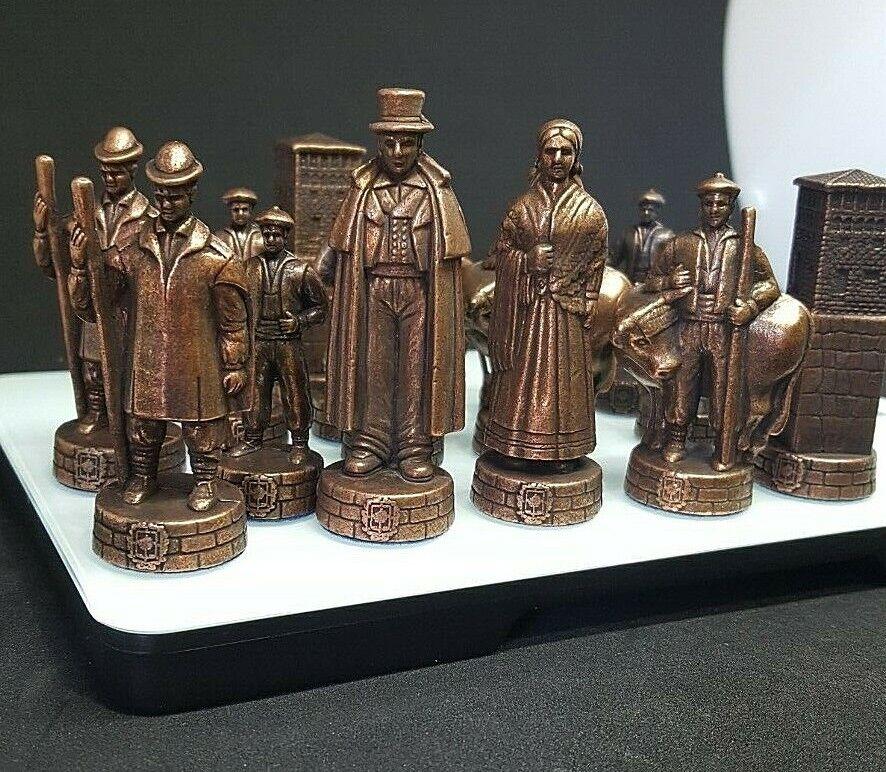 Chess Set avec  typique bizkaian pièces de bronze figures & METAL MADE IN SPAIN  édition limitée chaude