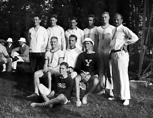 """New York Old Photo 8.5/"""" x 11/"""" Reprint 1914 Columbia Crew Team Practice"""