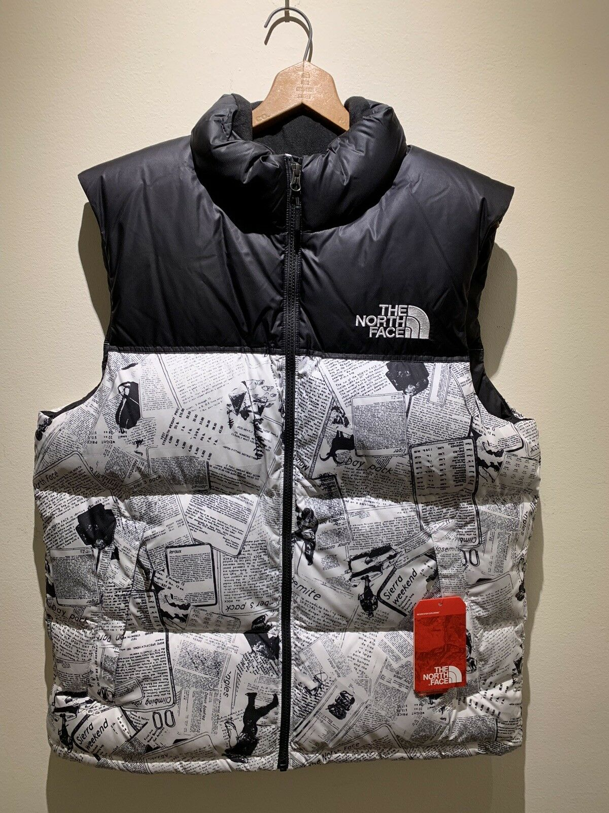 New  The North Face TNF Men's Lrg Novelty Nuptse Catalogue Collage Down Vest
