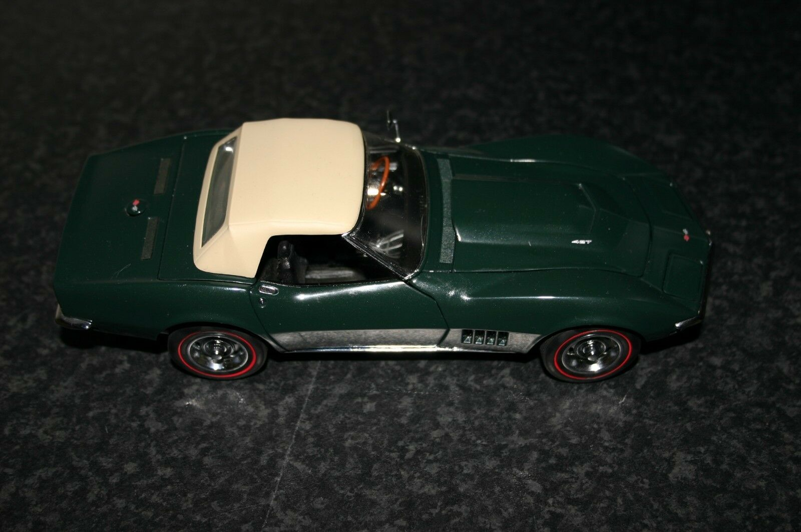 Danbury Mint 1968 Chevrolet Corvette Congreenible British Green