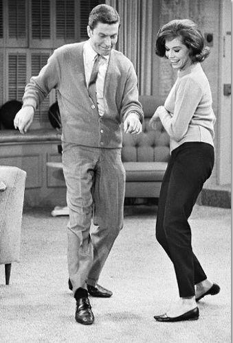 1960s Mary Tyler Moore / Dick Van Dyke dancing fridge magnet - new!