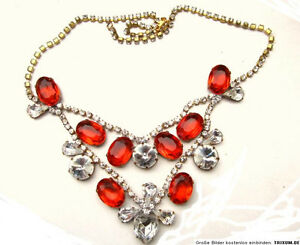 Necklace-Glitter-Stone-in-blood-Red-and-White