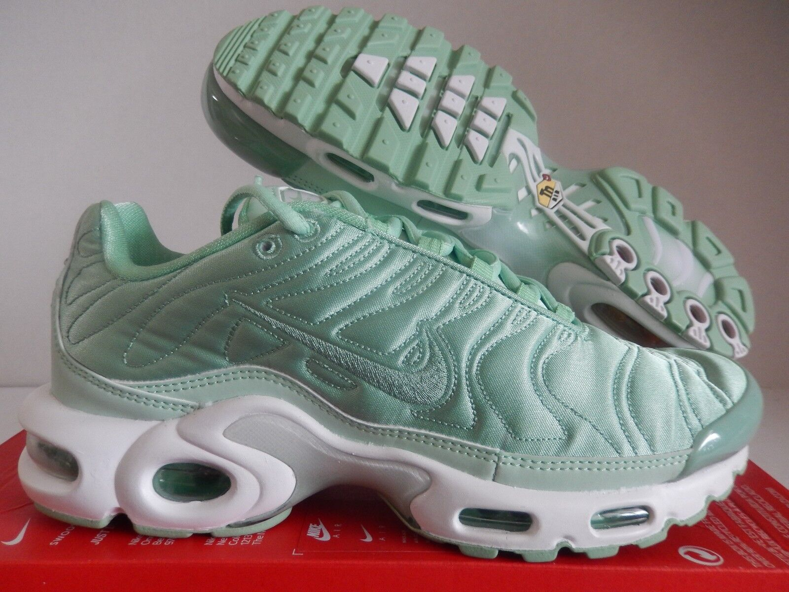 WMNS NIKE AIR MAX PLUS SE ENAMEL GREEN SATIN PACK SZ 8.5 [830768-331]
