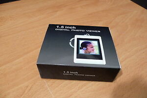 """60 PHOTO MEMORY CAPACITY RECHARGEABLE DIGITAL PHOTO VIEWER W/KEYCHAIN 1.5"""" SILVR"""