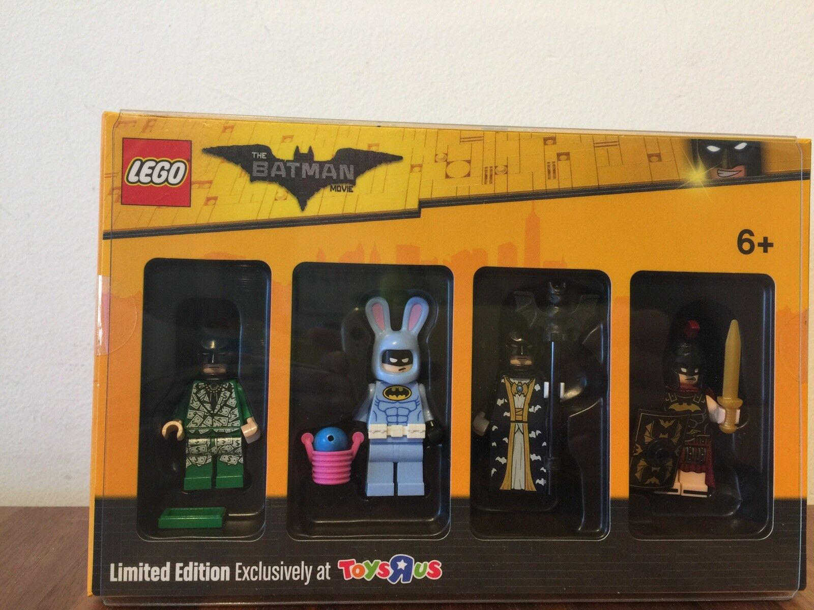 Lego Minifigure Toys-r-us 2017 Exclusive Limited Edition Complete (New Unopened)