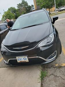2017 chrysler pacifica with low kilometres