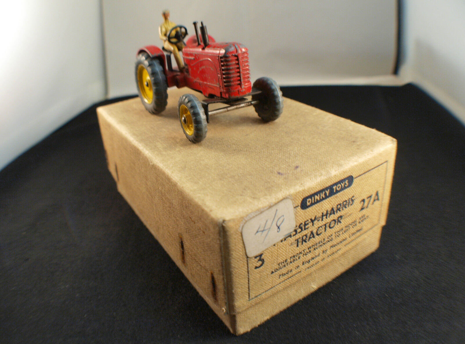 Los tractores Dinky Juguetes GB 27a Massey Harris son son son raros. af7