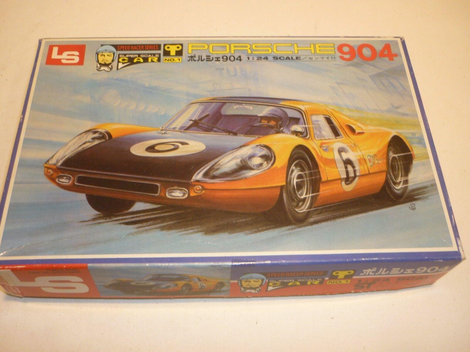En väldigt sällsynt LS -plastkit av en Porsche 904...Behållare, instruktioner