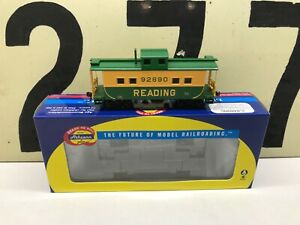 Athearn-Ho-Scale-Reading-4-Window-Caboose-RD-92890-RTR-New