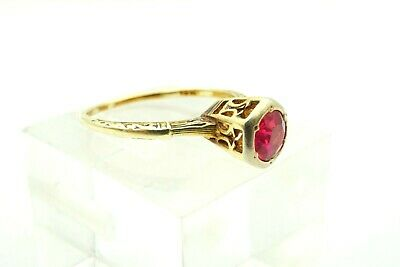 Vintage 14kt Yellow Gold ruby flower with a diamond in the center size 7.75