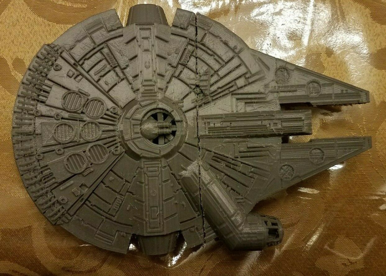 Star Wars Millennium Falcon with landing gear 3D Printed