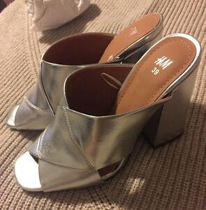 758aa2b9132 NWOT NEW H M Silver PLATFORM Mules Sandals Wedge Block Heels Sz 39 ...