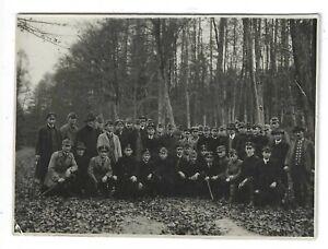 Foto-Grosse-Soldatengruppe-in-Uniform-Muetze