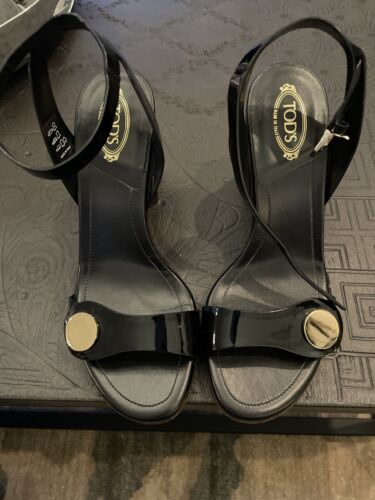 Tods woman block heel  black patent leather sandal