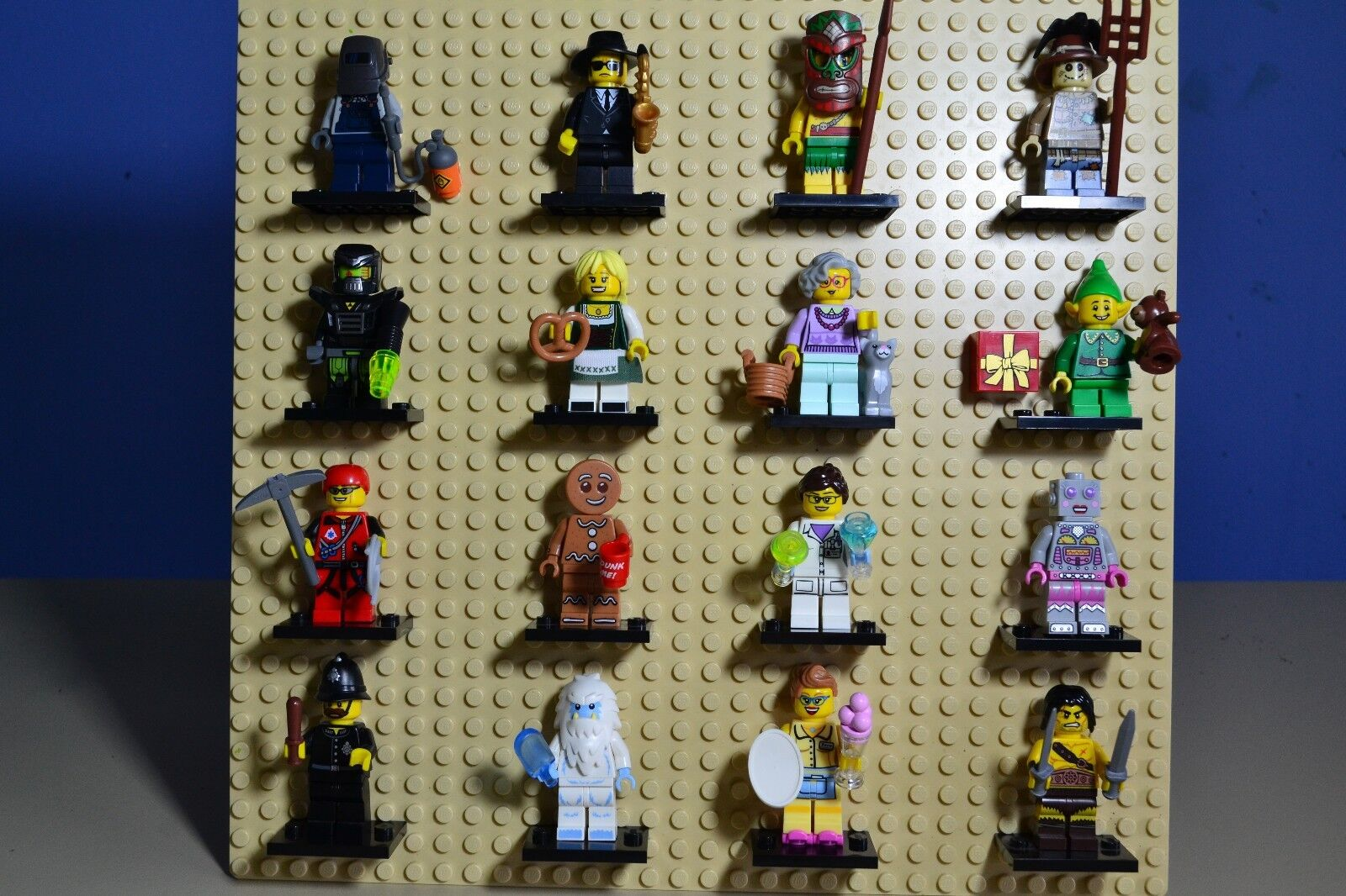 LEGO SERIES 11 Complete Set of 16 MINIFIGURE​S (71002)