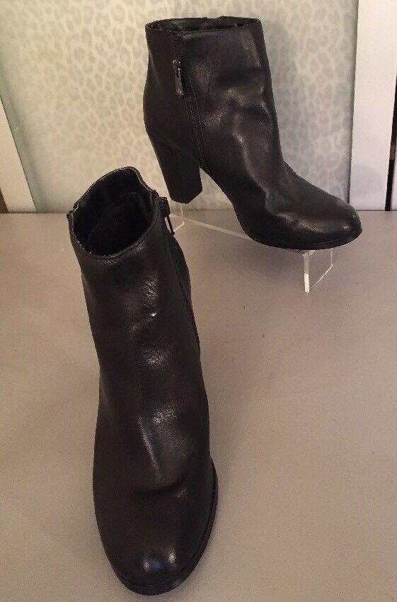 Women's 10 Tahari Black Leather Boots