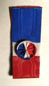 Coupe-de-ruban-de-la-Medaille-du-travail-echelon-vermeil