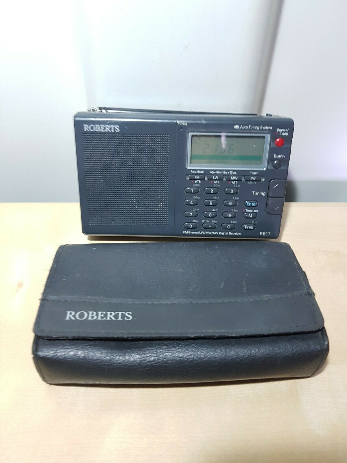 ROBERTS R617 FM-STEREO / LW / MW / SW MULTI BAND WORLD RADIO - TESTED WORKING