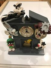 WARNER BROTHERS 1997 RARE CLOCK, MARVIN BUGS TWEETY SYLVESTER  PEPE AND TAZ**