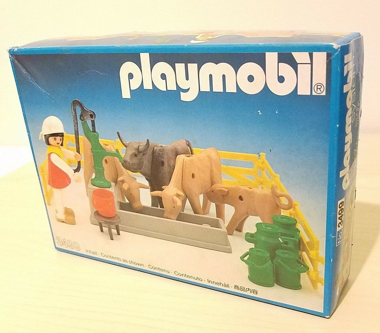 NEW  PLAYMOBIL MILKMAID WITH COWS  NEW