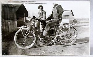 circa-1914-EXCELSIOR-MOTORCYCLE-w-rear-fender-rack-RPPC-real-photo-postcard