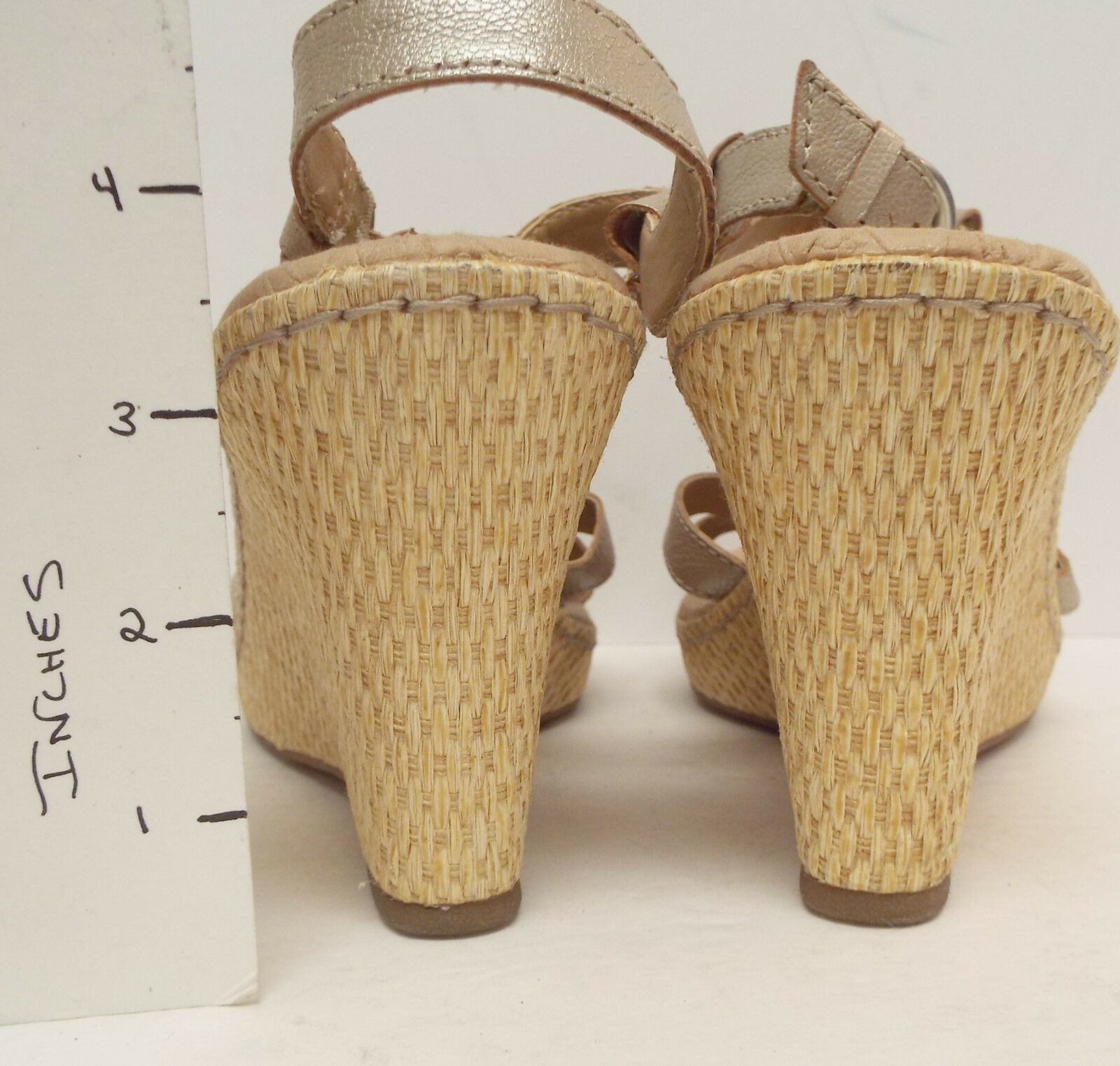 be11d84bbd42 ... BORN Size 10   42 B.O.C. Gold Flower Wedge Wedge Wedge Sandals Shoes  9cfc67