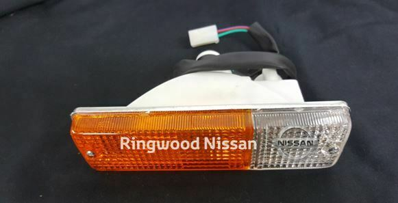 GENUINE NISSAN PATROL GU Y61  INDICATOR LAMP  LEFT HAND 261252S601AU