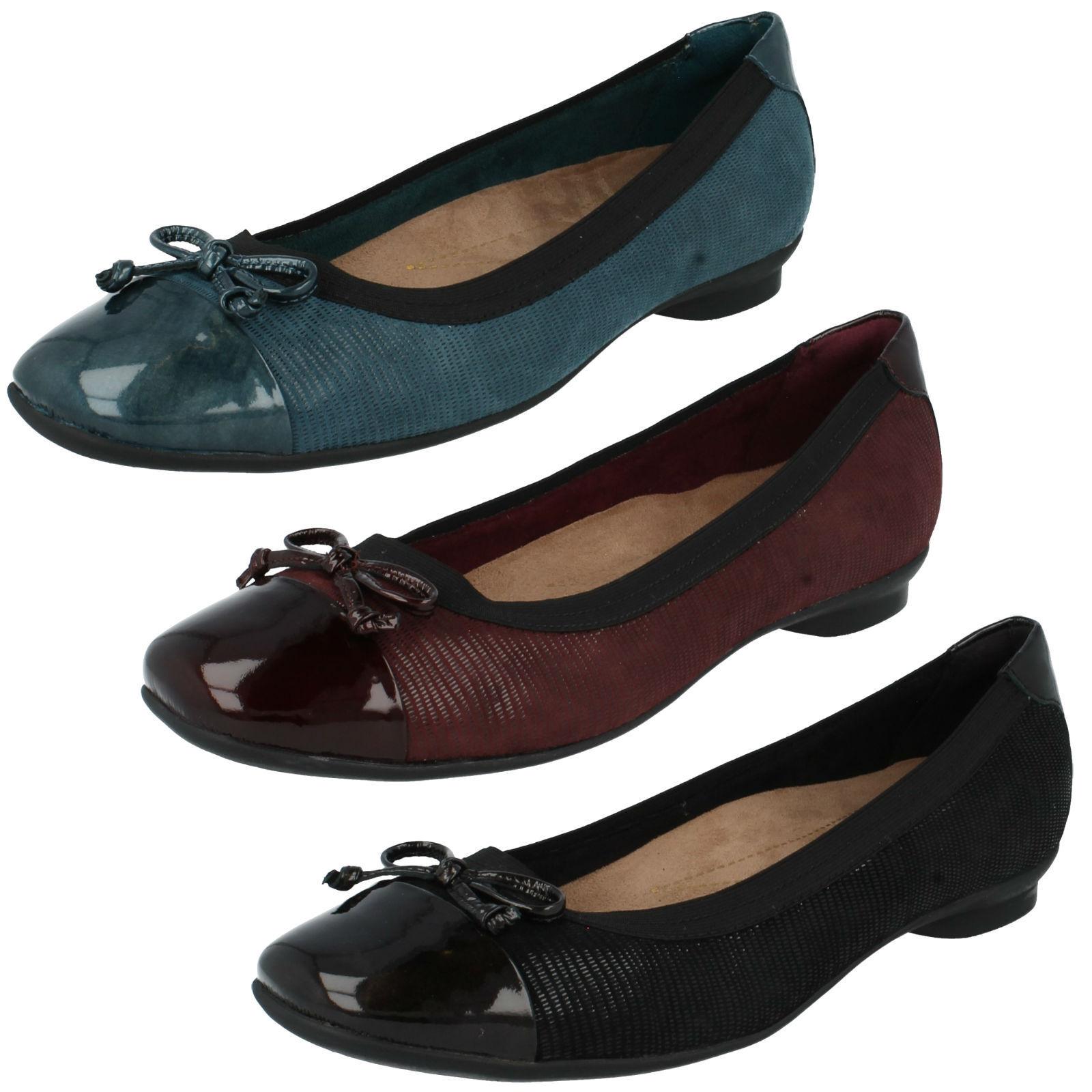 Verkauf Damen Clarks Zehen Lack Schleife Weite Passform flache Ballerinas