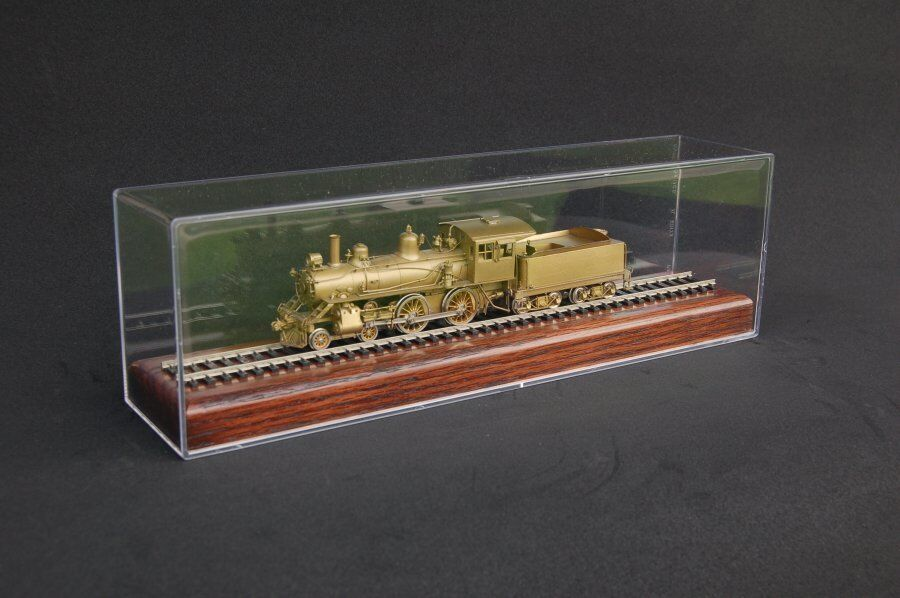 HO Scale 13 modellolo Train Display Case With Wood Base  Walnut Finish