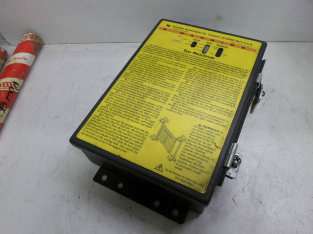 STI OMRON - LIGHT CURTAIN CONTROLLER -- LCC-FB-AC1-U -- 115AC SUPPLY 70027-1000
