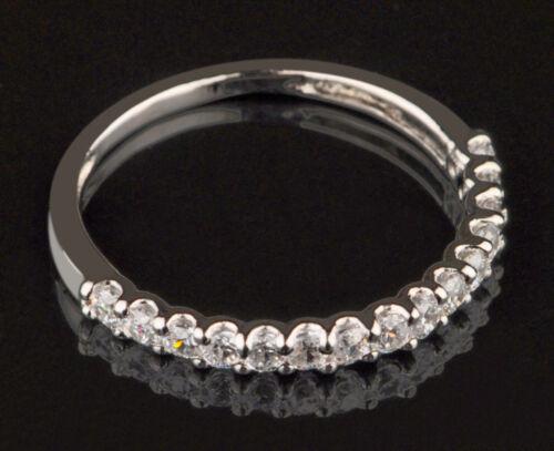 14KT White Gold 0.82Ct Ravishing Round Shape Solitaire Engagement Band