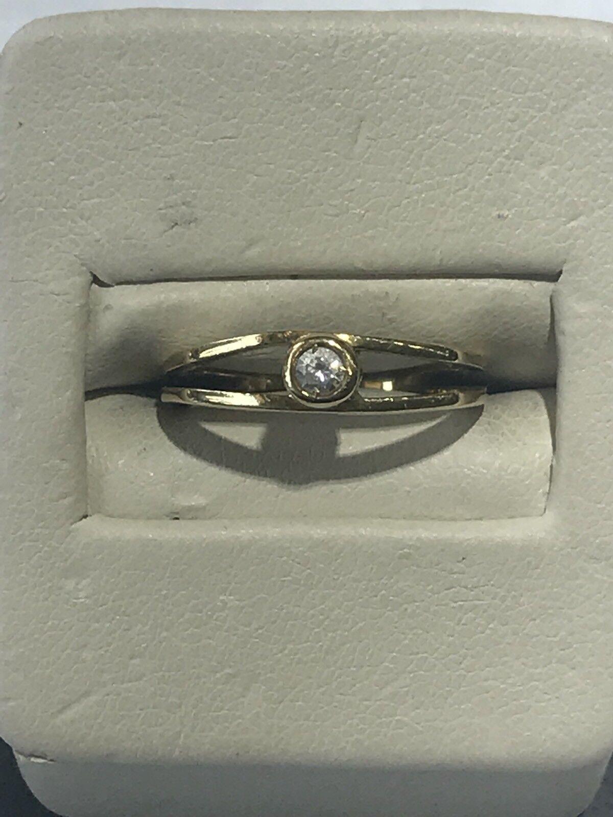 Gorgeous European 18KT Yellow gold Open Sided Simple Trendy Round Diamond Ring