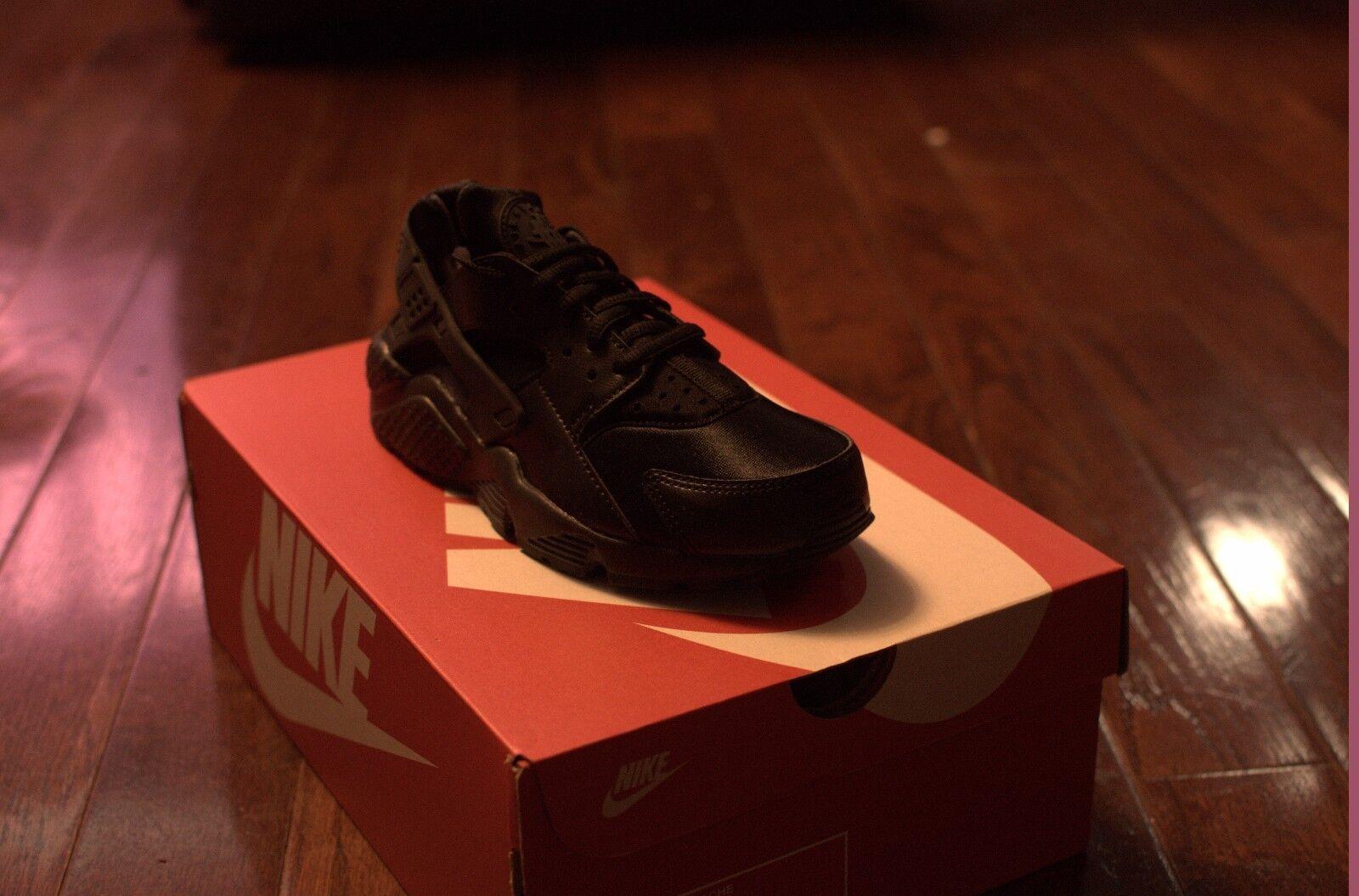 Women Nike Air Huarache Triple Black 634835 012 QS