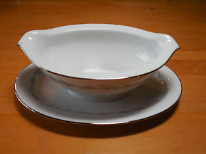 Noritake China CRESTMONT 6013 Gravy Boat with attached underplate