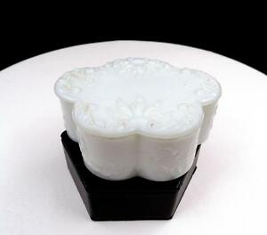 EAPG-DITHRIDGE-MILK-GLASS-CLOUD-SHAPE-LIDDED-4-034-VANITY-BOX