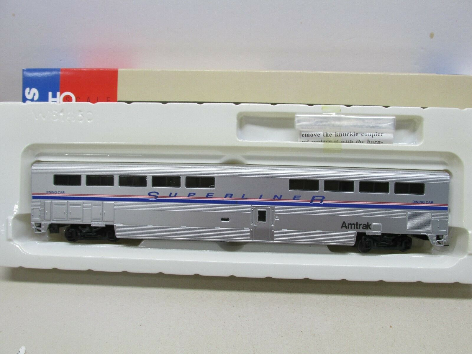 WALTHERS AMTRAK  DINING CAR HO SCALE
