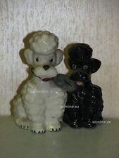 +# A000980_28 Goebel Archiv Muster zwei Pudel Poodle sitzend P151 Plombe